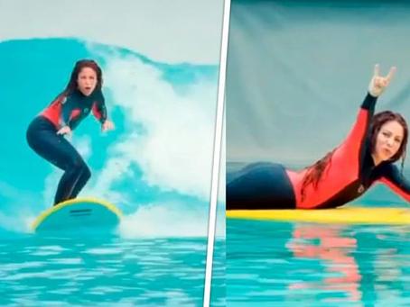 Skate, golf, tenis... ¡y ahora surf! ¿Será Shakira la nueva reina del deporte?