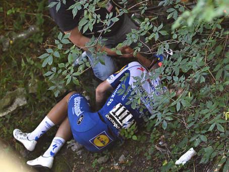 Ciclista Evenepoel se rompe la pelvis al caer por un puente