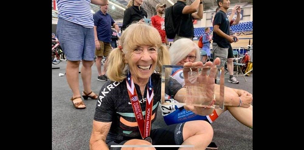 Barbara Gicquel, la ciclista sancionada de 80 años. Foto Facebook