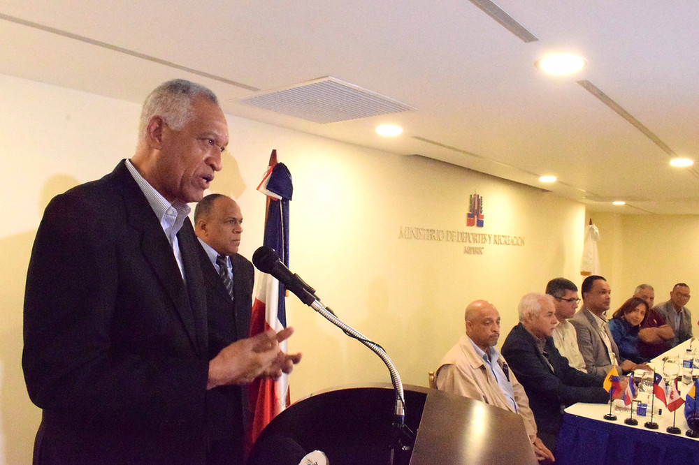 El ingeniero Bienvenido Solano ofrece detalles de la 38 Copa Independencia Nacional de Boxeo en el salón James Rodríguez del Ministerio de Deportes.