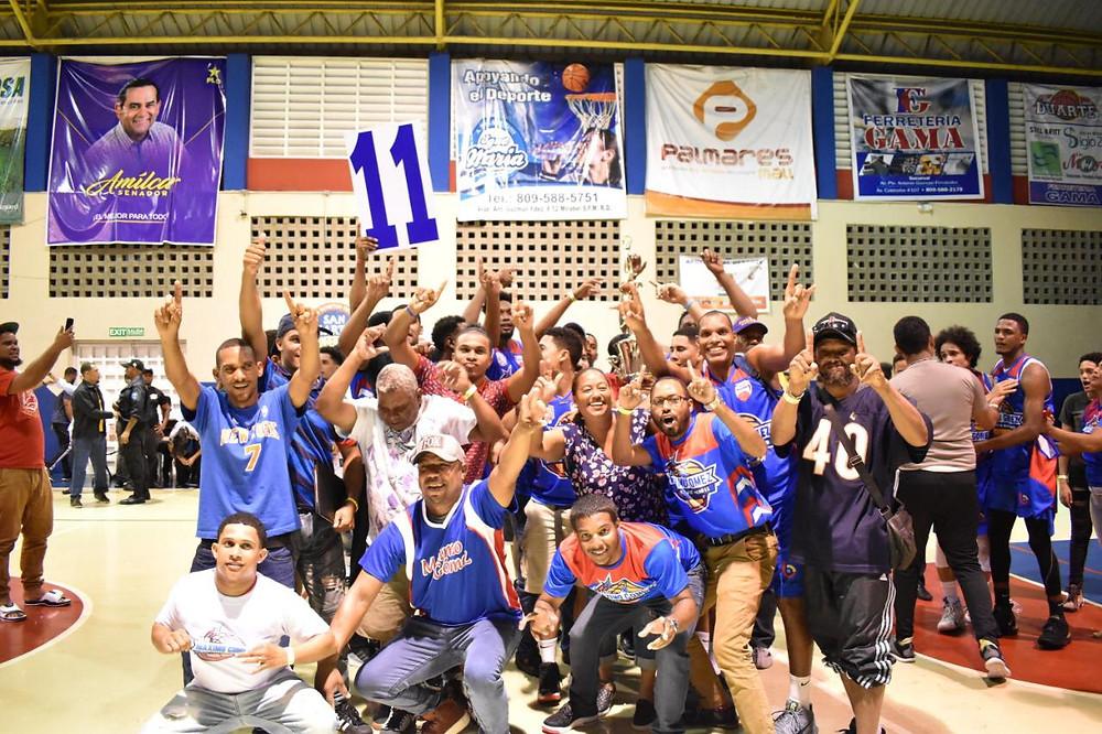 Los orientados por Radhames Paulino realizaron una celebración en grande, justo en frente del Club Máximo Gómez ubicado entre los sectores Pueblo Nuevo y Hermanas Mirabal