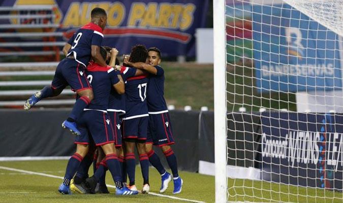 Jairo Bueno celebra el gol de la victoria.
