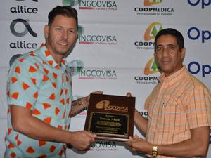Yunesky Maya , premiado como el lanzador del año de las Aguiulas Cibaeñas.