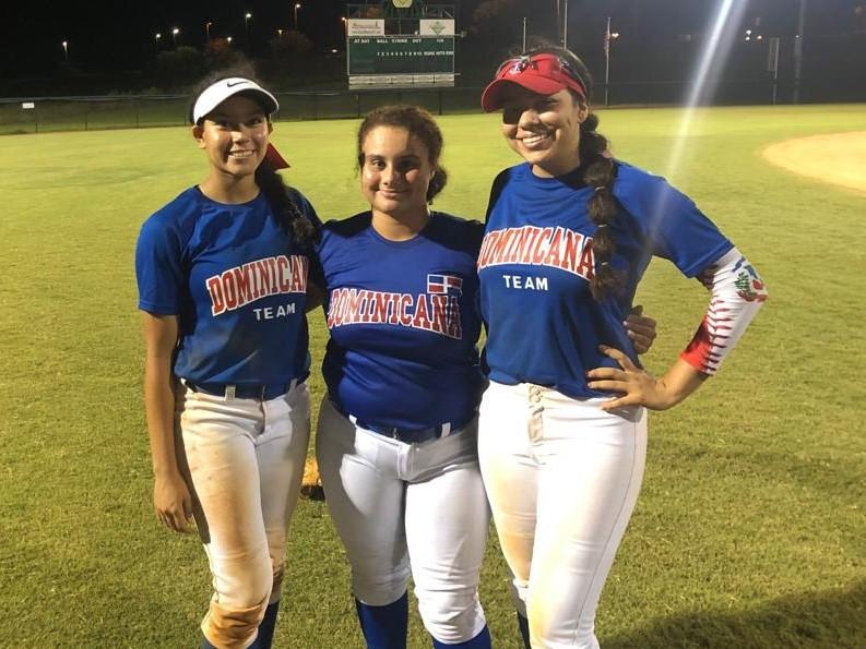 Graciela Domínguez, Iriana Díaz y Liah Brito, jugadoras de origen dominicano, parte del equipo sub-18 que participa en el torneo FL PGF/Nex que se celebra en Clermont, Orlando. (Fuente: Prensa Fedosa)