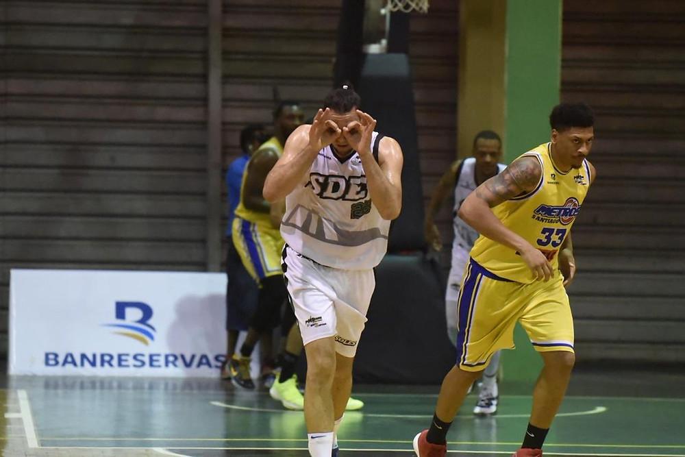Manuel Guzmán encestó 23 puntos.