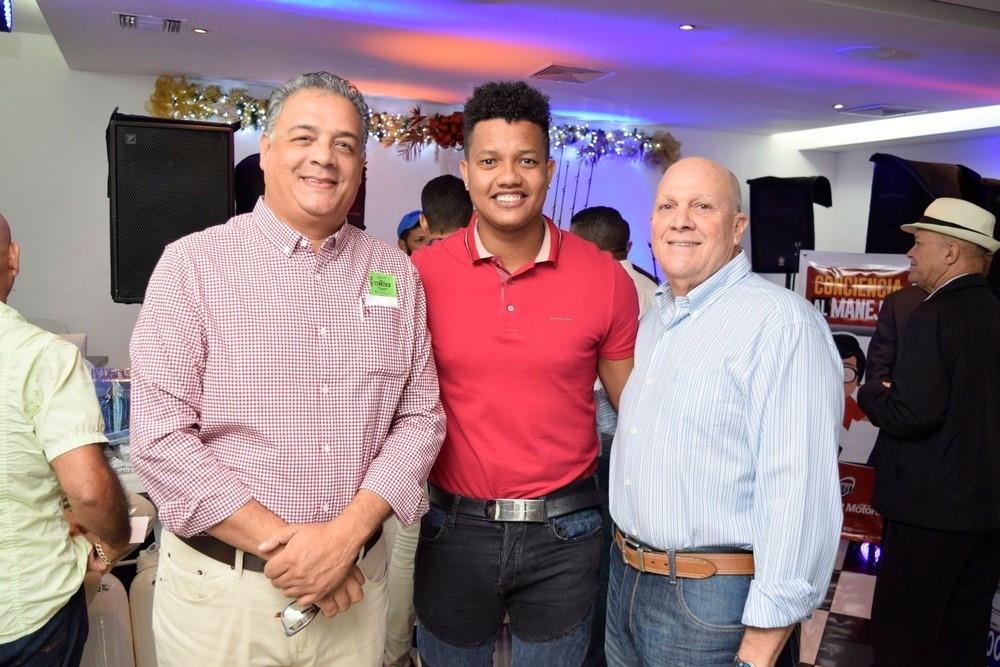 César Hernández, Starlin Castro y Víctor Estrella ofrecen detalles de la pesca al Pez Vela.