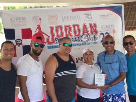 Los Jordan reconocen a Sobeira Fermín en XXIII aniversario