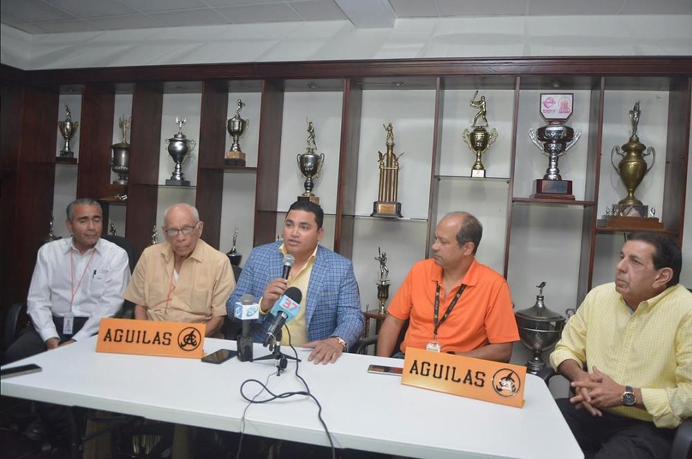 Ángel Ovalles no descansó desde que fue anunciado por el Consejo Directivo de las Águilas Cibaeñas.