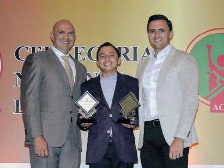 Micalito Bermúdez gana premio Novato del Año. Mira también la entrevista.