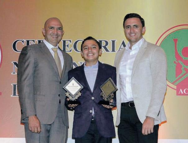 Mícalo Bermúdez y Marcelo con Micalito quien recibió el premio de Novato del Año de la ACDS.
