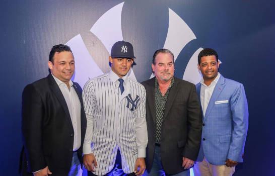 Domínguez, un jardinero dueño de  herramientas envidiables acordó finalmente con los Yankees de Nueva York por 5.35 millones de dólares