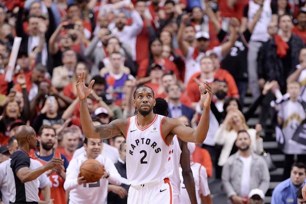 Reacción de Kawhi Leonard de Toronto Raptors