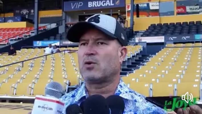 Manny Acta da declaraciones a la prensa