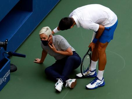 Novak Djokovic es descalificado del US Open por darle un pelotazo a una jueza de línea