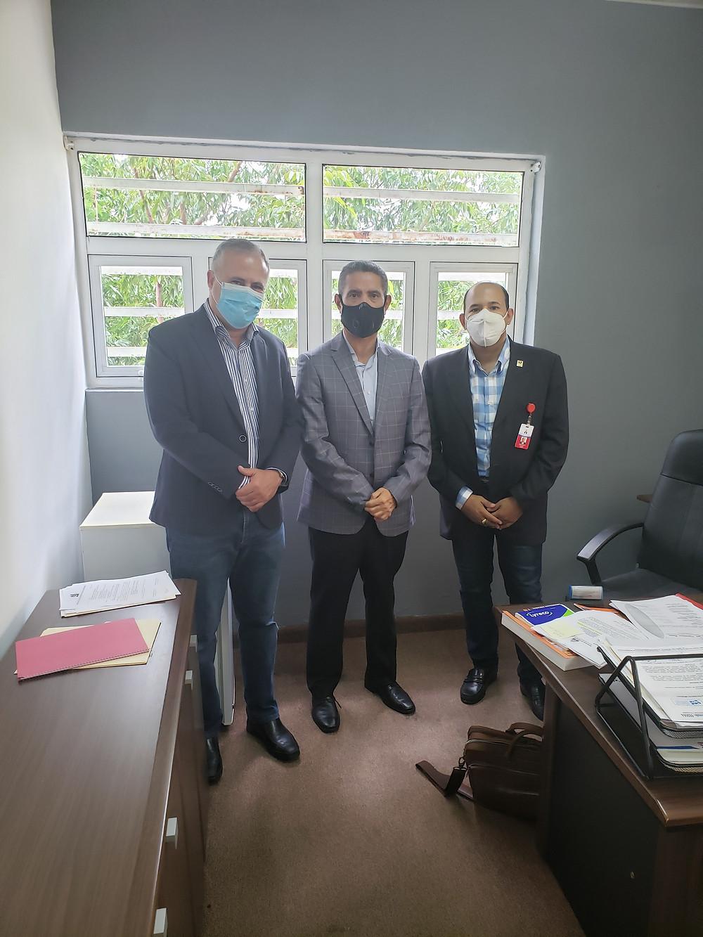 Lic. Pedro Domínguez Brito presidente de la FDA, Santos Kennedy Vargas, Viceministro de Deportes y Lic. Braulio Ramírez, presidente del comité organizador.