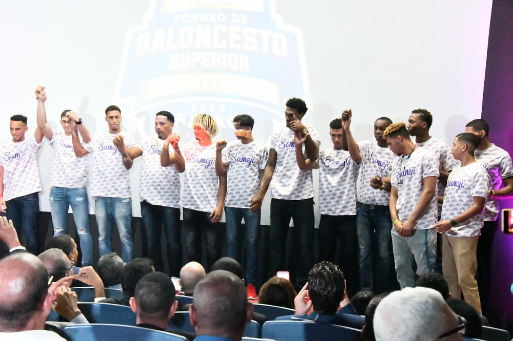 Jugadores del Sameji en la Gala de apertura del Baloncesto Superior.