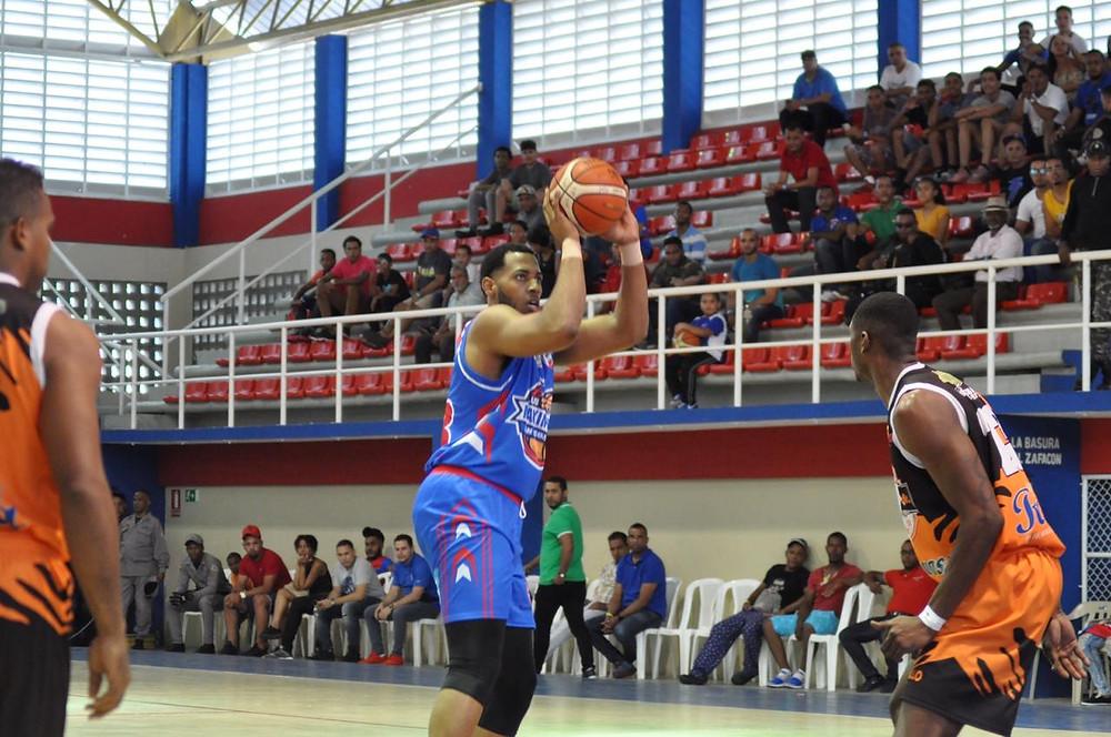 El conjunto de San Martín logró cerrar el partido con marcador a su favor, para derrotar 74-69