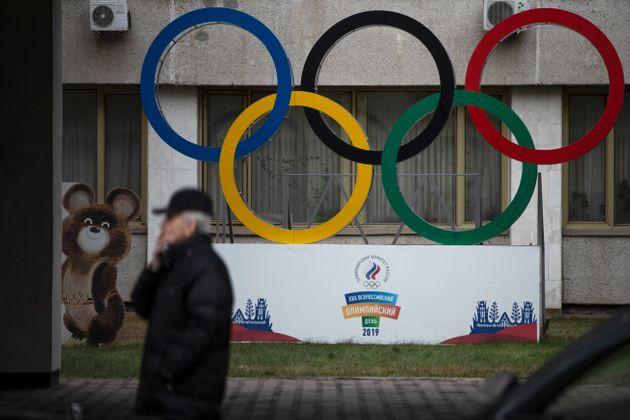 La junta ejecutiva de la Agencia Mundial Antidopaje (WADA, por sus siglas en inglés) ha decidido este lunes prohibir a los deportistas rusos participar en los Juegos Olímpicos y en otras competiciones importantes durante los próximos cuatro años