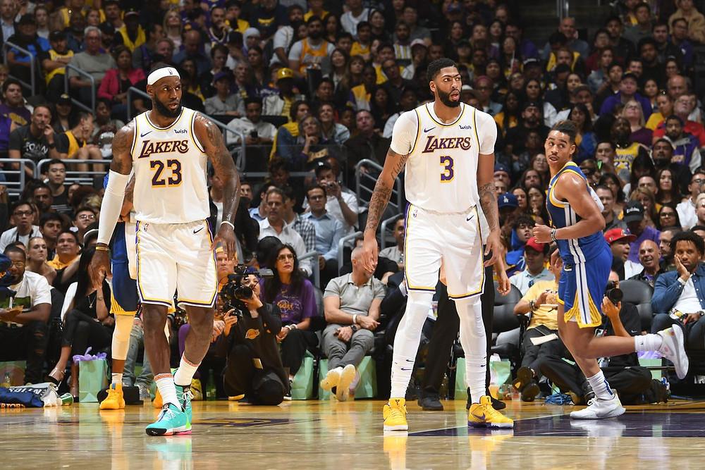 fuentes del citado medio aseguran que un jugador de los Lakers había llegado a un acuerdo de un millón de dólares con una compañía china antes de viajar