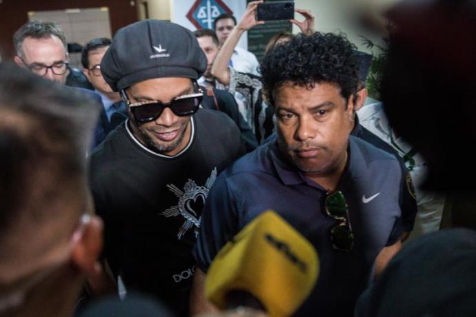 Ronaldinho y su hermano Roberto de Assis Moreira