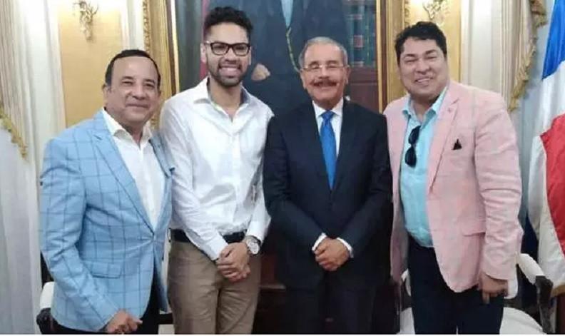 El presidente Danilo Medina recibe a El Pachá, Emilio Ángeles e Igor Federico en el Palacio Nacional.