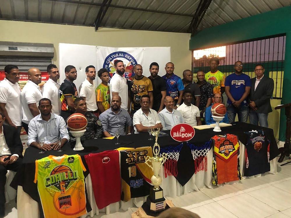 Rafael Espinal, presidente del Club Rubén Espino encabezó el nutrido acto, realizado este martes en el salón de eventos de dicha institución