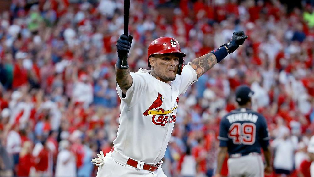 Yadier Molina condujo a los St. Louis Cardinals al quinto y decisivo juego de la Serie Divisional de la Liga Nacional el lunes