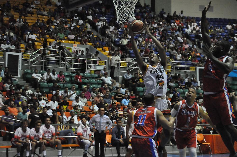 Luis David Montero realizó un triple doble
