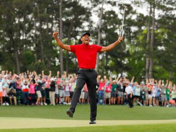 Tiger Woods celebra su victoria