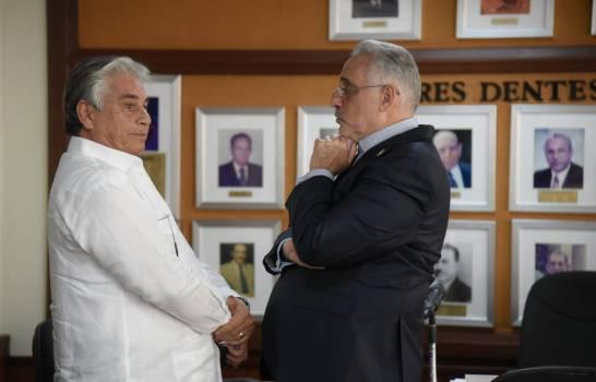 El presidente de Lidom Vitelio Mejia y el presidente Ad Vitam de Águilas Cibaeñas Winston Chilote Llenas.