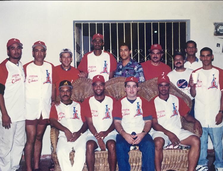 Un grupo de jóvenes del ensanche Bolívar se juntaron el 23 de agosto de 1996, para dejar formado uno de los equipos de softbol