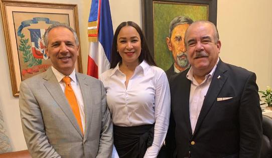el Ministro Administrativo de la Presidencia, José Ramón Peralta, Milagros Cabral y Cristobal Marte