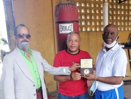 Entrenadores de boxeo reconocen al maestro Diego Sosa