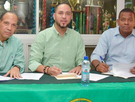 El Club San Carlos  hizo oficial la contratación de David Díaz para dirigir al Club San Carlos  en el Torneo de Baloncesto Superior del Distrito Nacional (TBS)