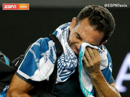 Víctor Estrella-Burgos se despide del tenis en una noche muy emotiva. Mira el momento tan emotivo.