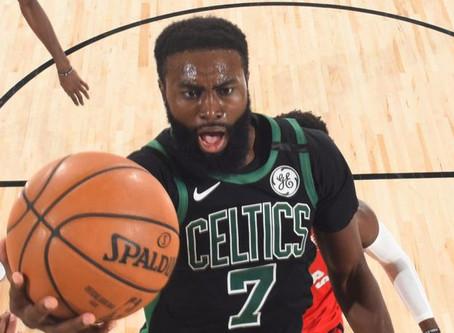 Celtics encienden motores y aplastan a Raptors 111-89 para poner a Toronto contra la pared