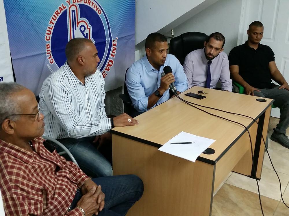 La directiva presenta el equipo a la prensa
