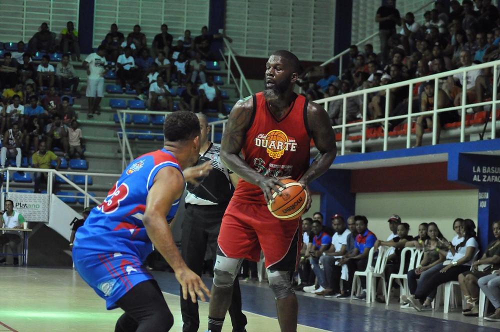 Ivan Johnson registró 25 puntos y 12 rebotes