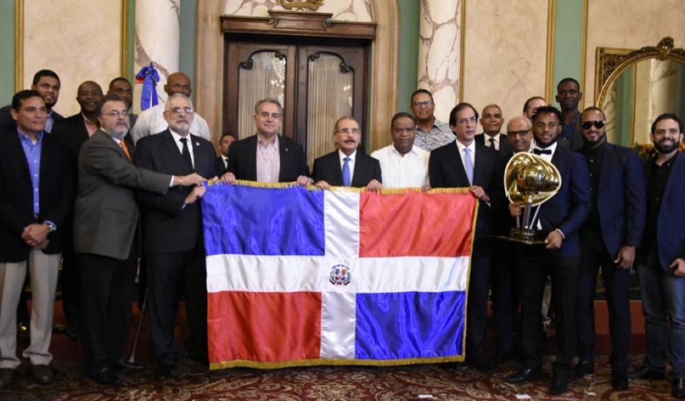 El Presidente de la República Dominicana, Danilo Medina Sánchez, recibió en el Palacio Nacional a los Toros del Este