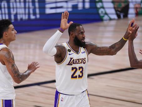 Los Lakers toman el control con el Rey de las victorias en playoffs