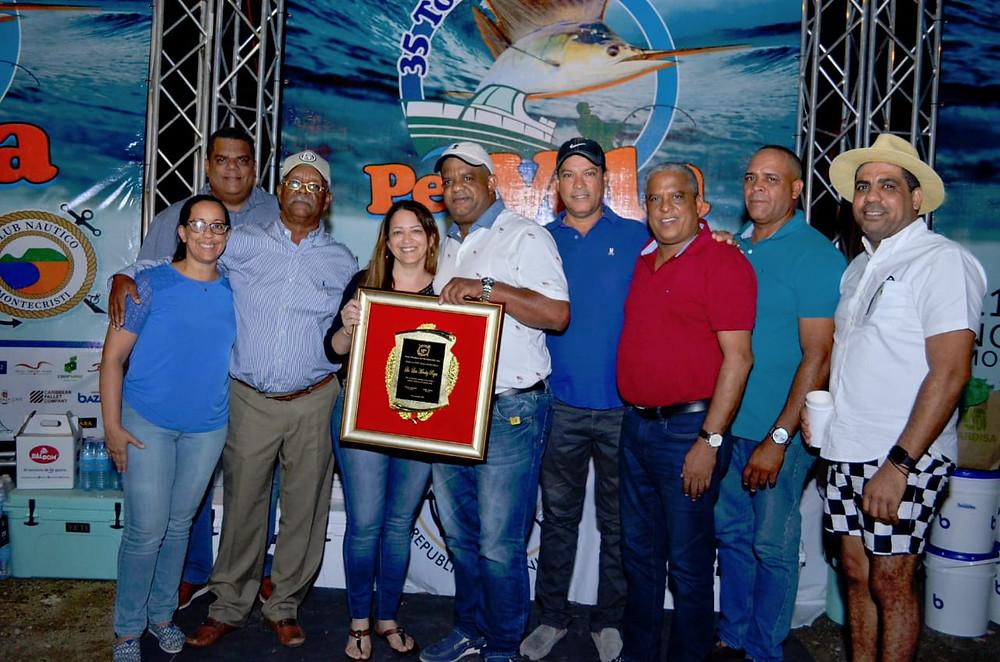 Luisito Méndez alcalde de Montecristi es reconocido en el Torneo de pesca al Pez Vela.