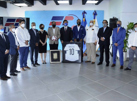 La LDF reconoce al ministro de Deportes Danilo Díaz por sus aportes a la liga
