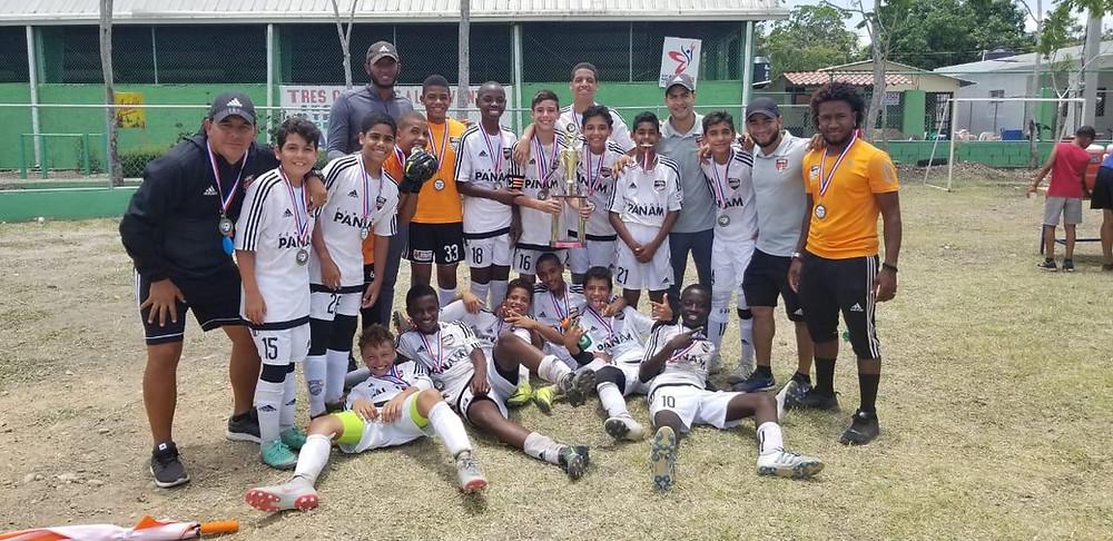 1-El equipo Cibao FC  ganador del torneo Dr. Hardy Vasquez