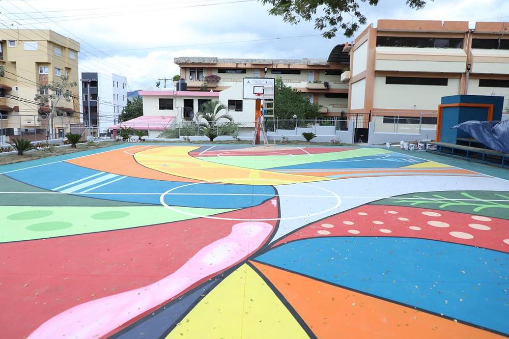 Martínez, hizo entrega de una moderna cancha  al sector El Paraíso, que de acuerdo a  los comunitarios de allí ya es considerada  como la cancha más bonita de todo Santiago
