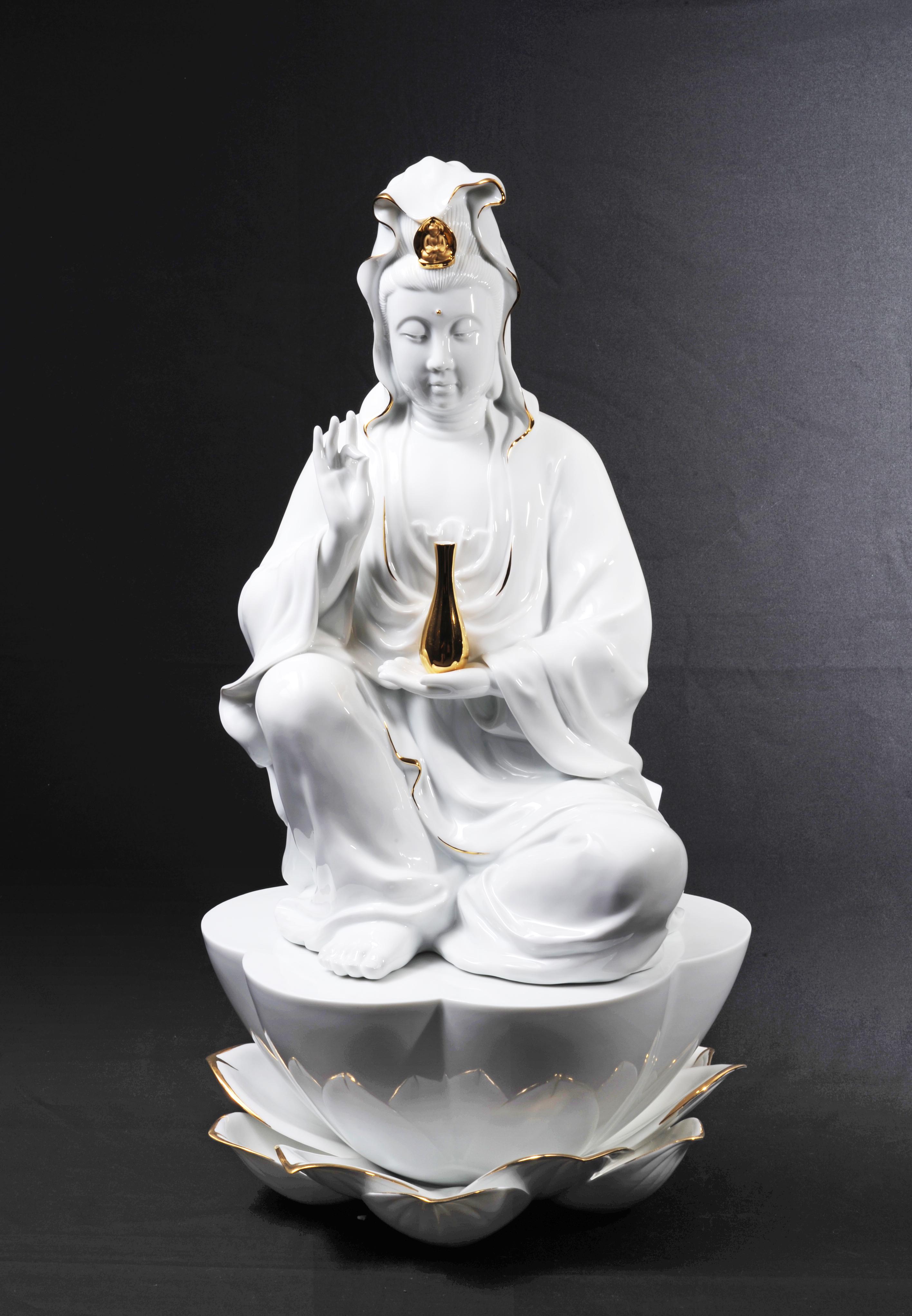 Meditating Kuan Yin  觀禪