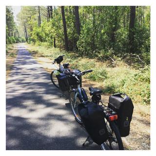 Nos vélos chargés de 2 sacoches de 20L / pers