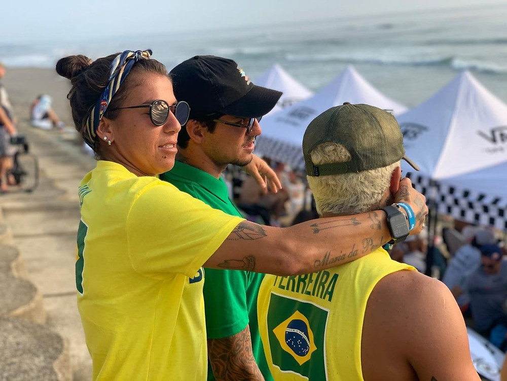 Os surfistas Silvana Lima, Gabriel Medina e Ítalo Ferreira