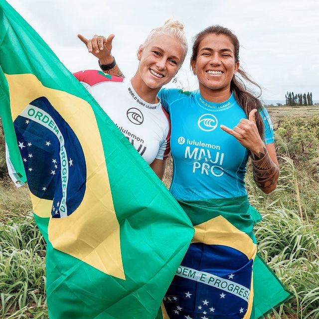 As surfistas Tatiana Weston-Webb e Silvana Lima