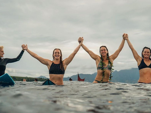 Conheça o Comitê pela Equidade no Surf Feminino (CEWS)
