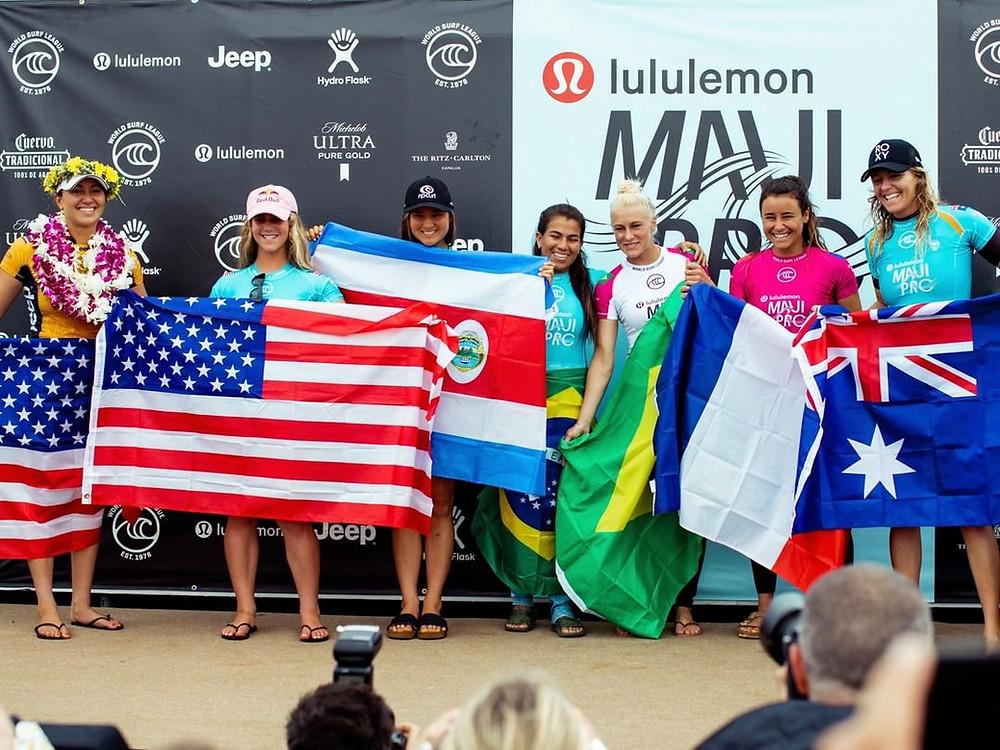 Carissa Moore e mais atletas campeãs do surf feminino da WSL.